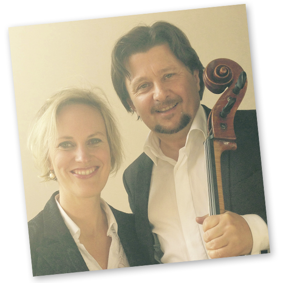 GEGRÜNDET VON... einem Cellisten, der um die Welt reist und einer Entwicklerin von Kunstprojekten.