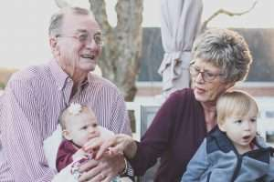 Zeitleiste: Leben mit einer Hörbeeinträchtigung: Senioren